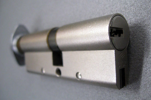 Come cambiare il cilindro della serratura di una porta for Cilindro europeo migliore