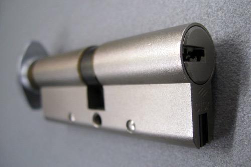 Come cambiare il cilindro della serratura di una porta - Cilindro porta blindata ...